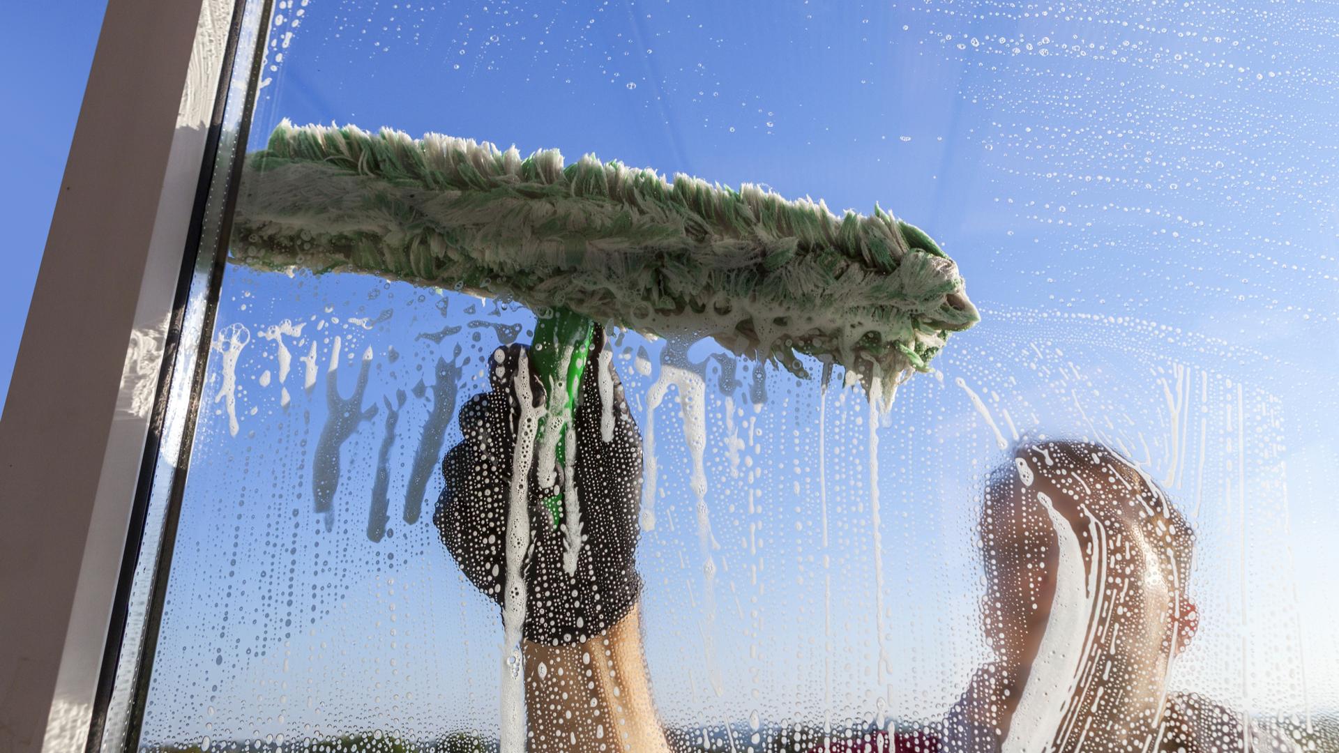 Миття вікон та фасадів